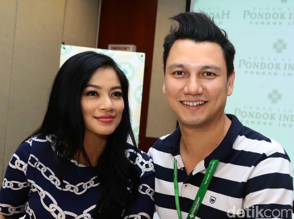 Puja-puji Christian Sugiono ke Titi Kamal yang Awet Muda
