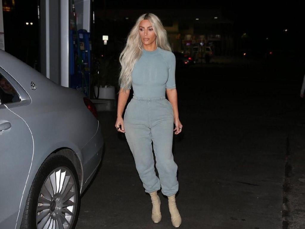 Foto: Gaya Seksi Kim Kardashian Pakai Yeezy Terbaru Ini Banyak Dipuji