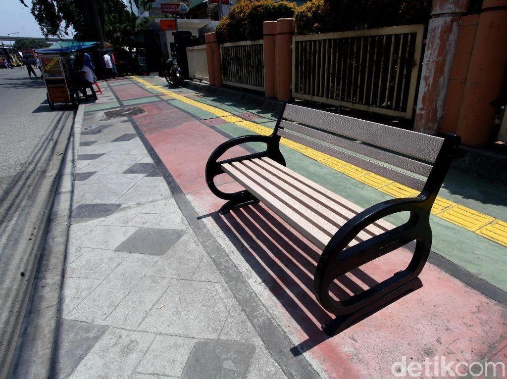 Trotoar di Jalan Yos Sudarso Kian Cantik dan Nyaman