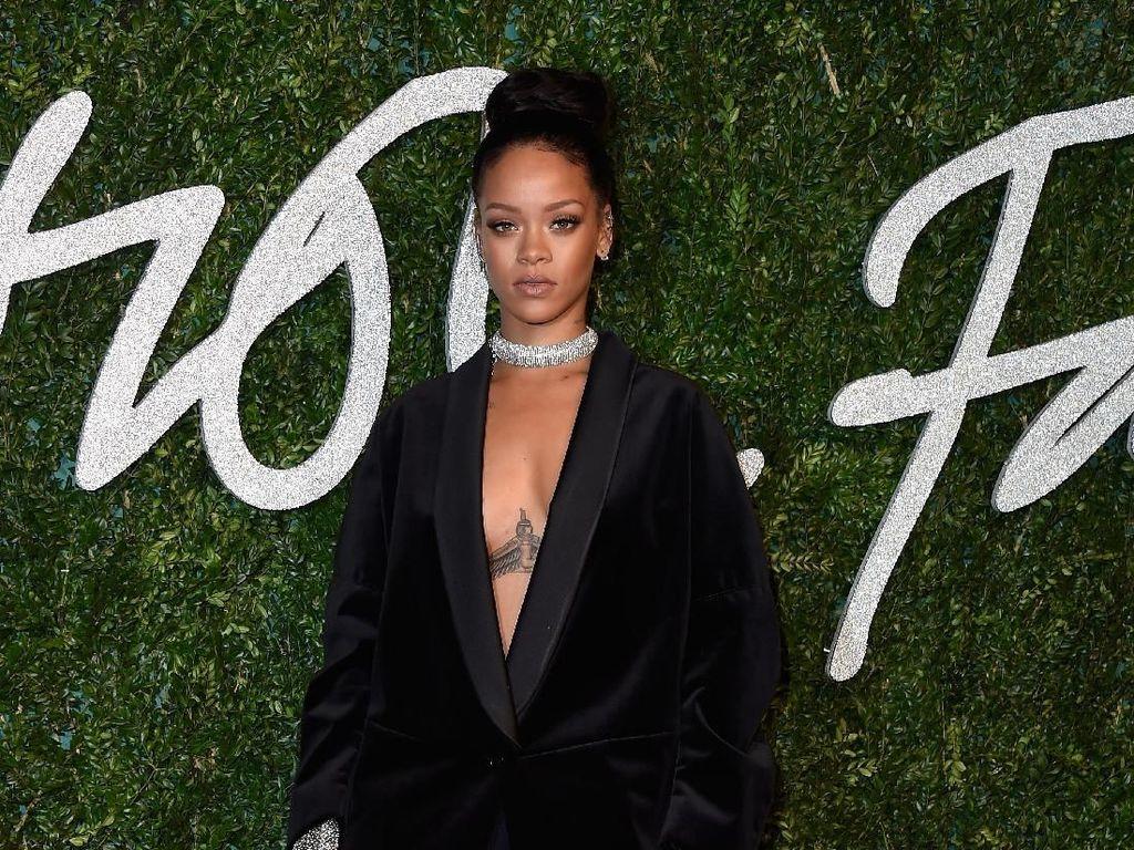 Rihanna Jimatnya Oezil?