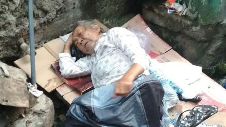 Viral Cerita Pilu Lansia Tidur di Got, Diduga Ditelantarkan Anak