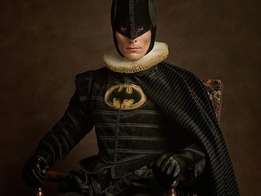 Wujud Kocak Batman Sampai Iron Man di Abad Pertengahan