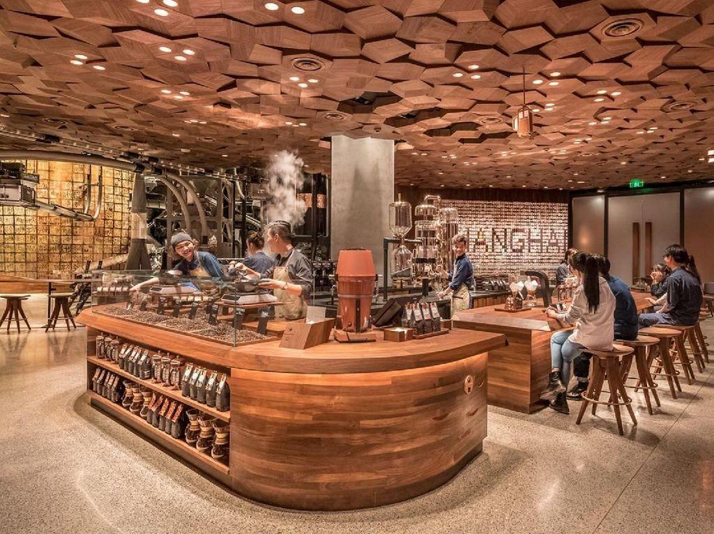 Mengintip Suasana Gerai Starbucks Terbesar Dunia di Shanghai