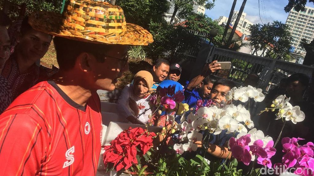 Sandiaga Perkenalkan Salam Semua Agama ala Jokowi