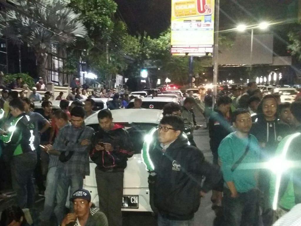 Salah Paham, Taksi Online dan Angkot di Malang Nyaris Bentrok