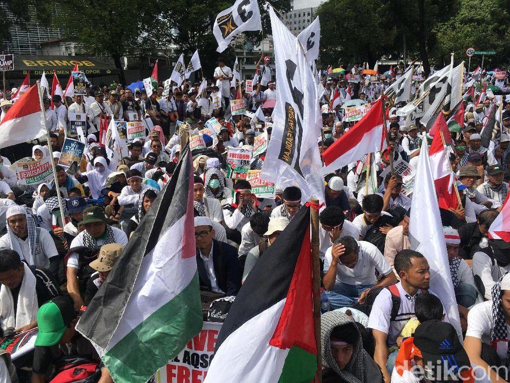 Massa PKS Gelar Aksi Bela Palestina di depan Kedubes AS