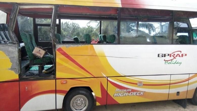 Bus Kontingen MTQ di Riau Tabrakan, 1 Penumpang Tewas