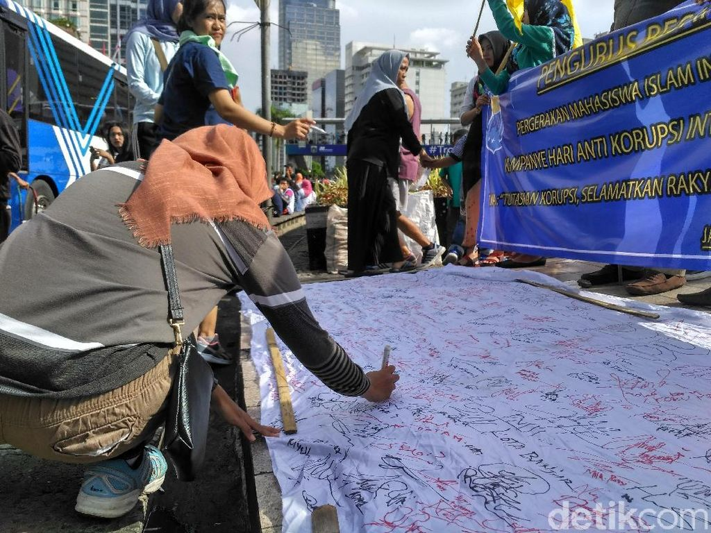 Tanda Tangan Dukungan untuk KPK Sambut Hari Antikorupsi