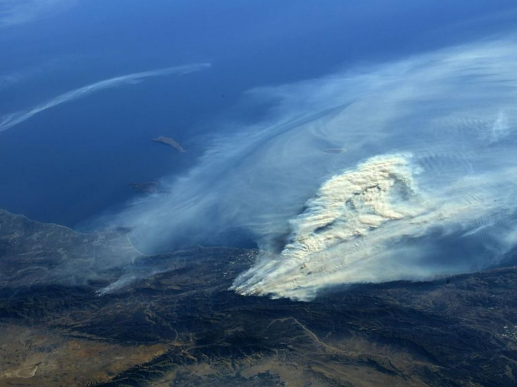 Begini Dahsyatnya Kebakaran California Dilihat dari Angkasa