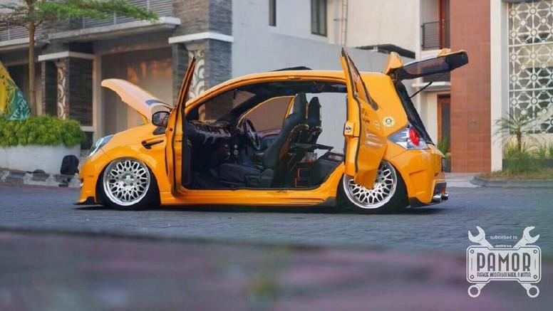 Pamor - Honda Brio CBU 1.3 VVIP Style