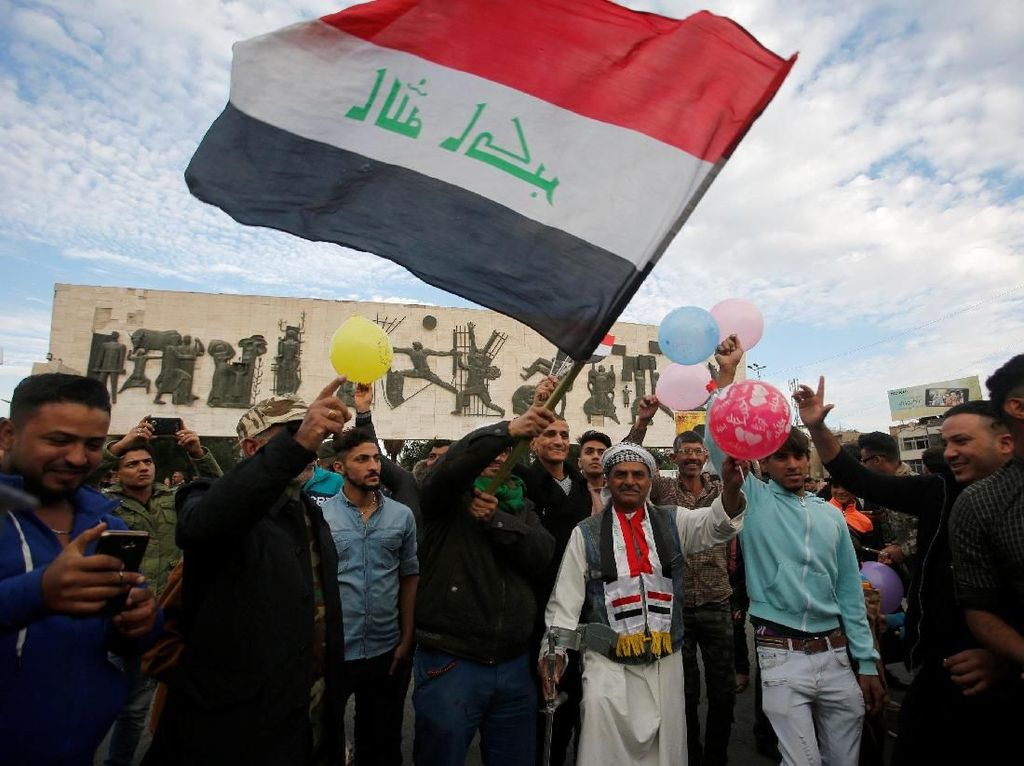 Foto: Meriahnya Parade Militer Irak Rayakan Kemenangan Atas ISIS