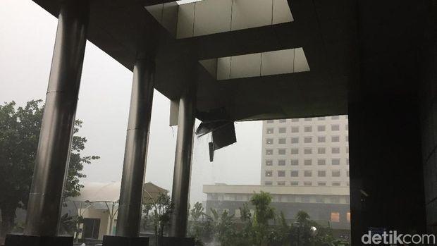 Hujan Deras, Plafon Lobi Gedung Baru KPK Jebol
