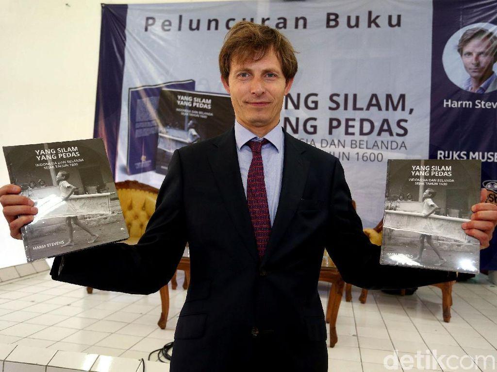 Buku Benda Bersejarah Indonesia dan Belanda