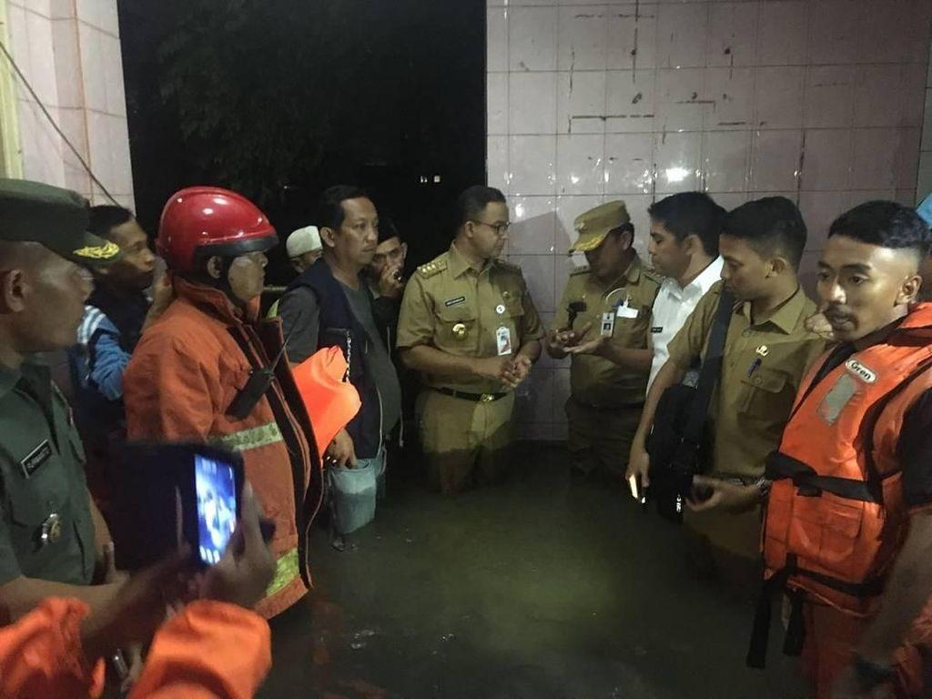 Anies Kirim Pesan Khusus Semangati Pasukan Pelangi Hadapi Banjir