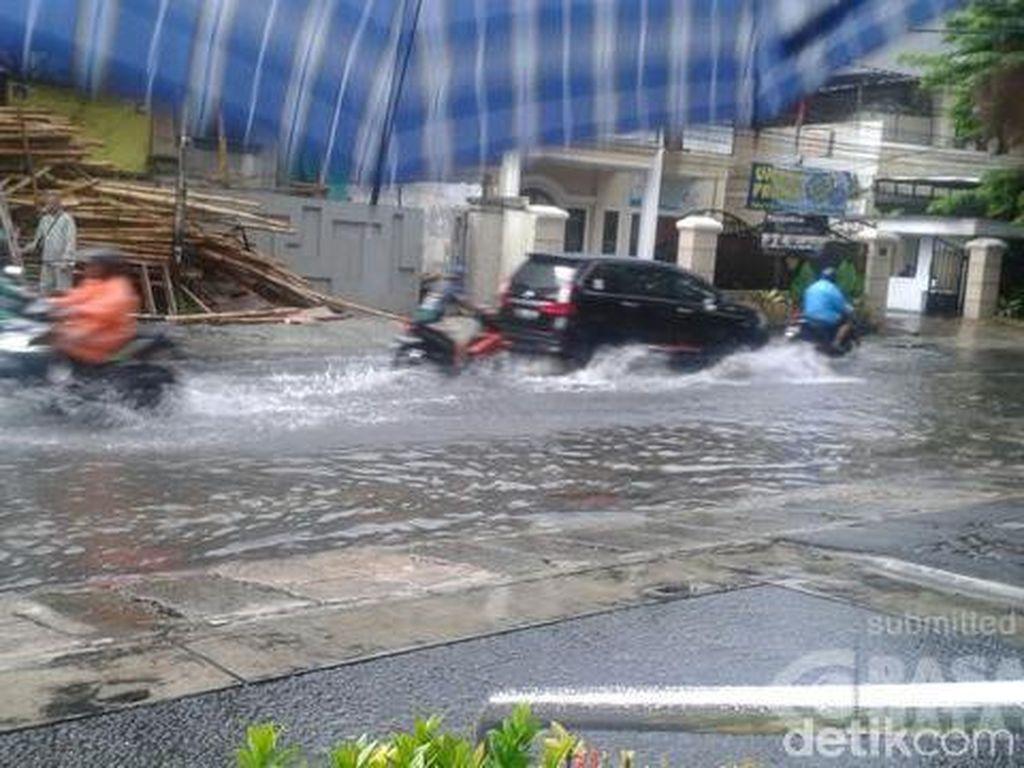 Sempat Tergenang 30 Cm, Air di Jalan Tebet Timur Dalam Telah Surut