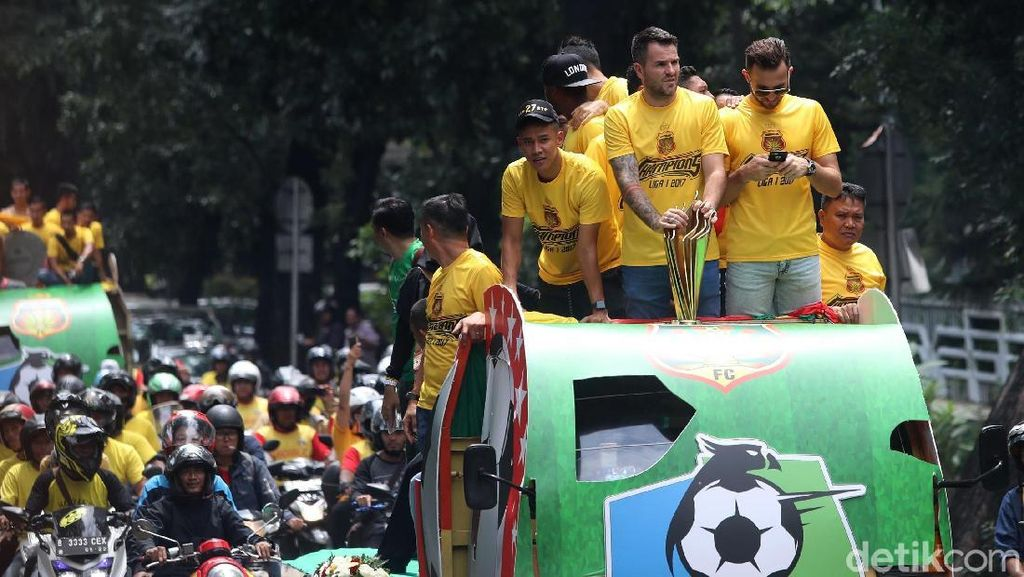 Melihat Keseruan Konvoi Kemenangan Bhayangkara FC