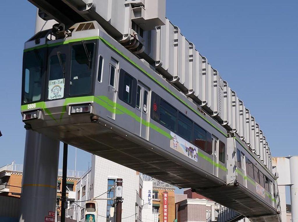 Canggih! Ada Monorail Terbalik di Jepang