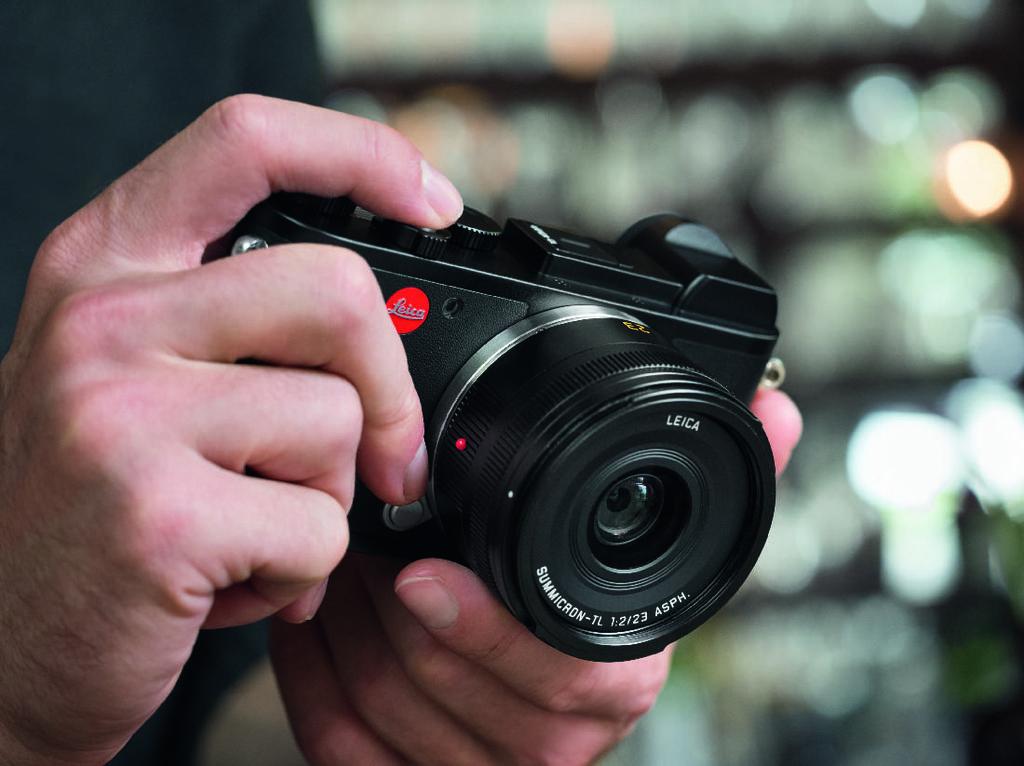 Ketika Kamera Leica Jadi Perisai Jurnalis di Daerah Konflik
