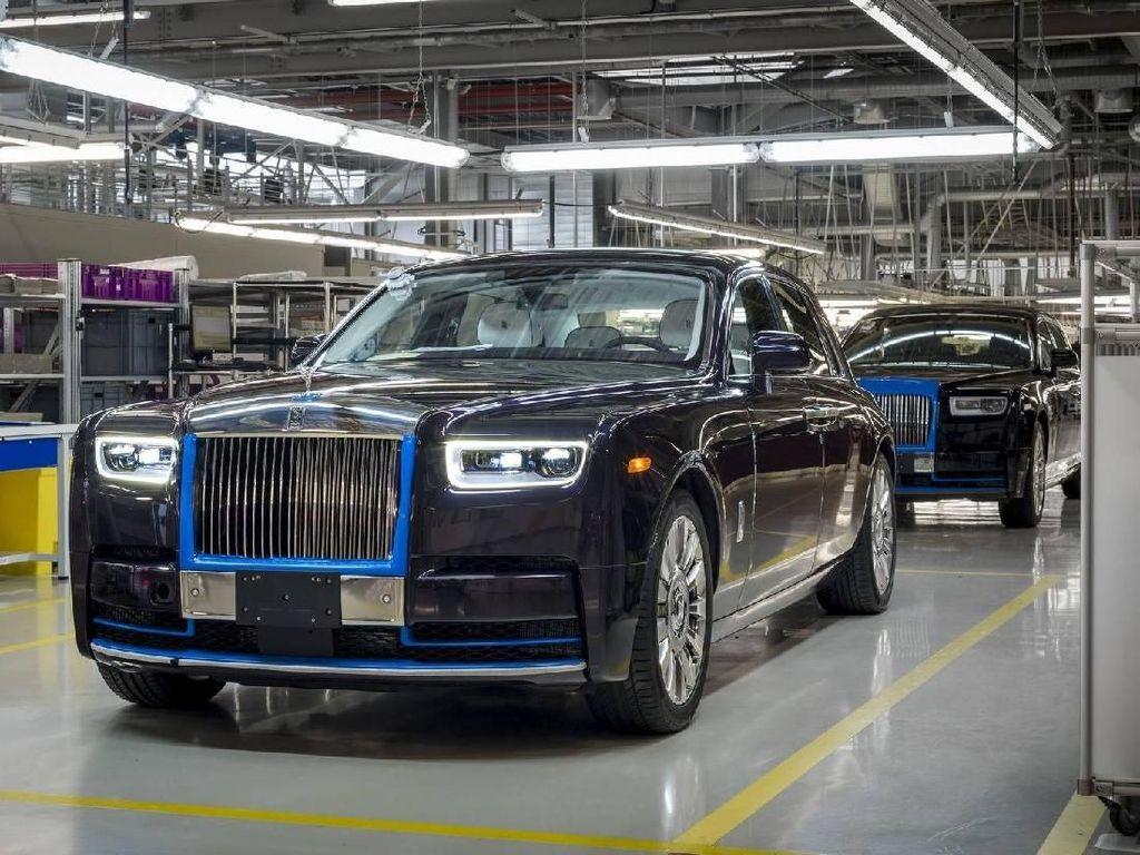 Produksi Pertama dari Generasi Terakhir Rolls-Royce Phantom Akan Dilelang