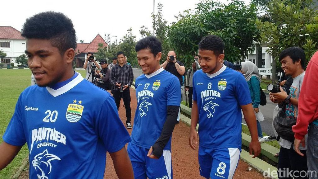 Mario Gomez Pimpin Latihan Perdana Persib, Eka Ramdani Muncul Lagi