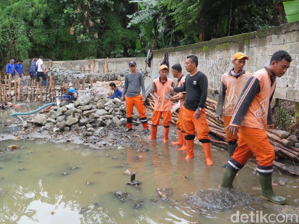 Anies: Warga di Bantaran Sadar, Harus Ada Pelebaran Kali Jati Padang