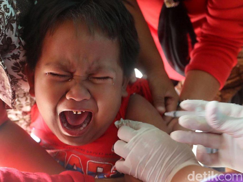 Begini Ekspresi Anak-anak saat Vaksin Difteri