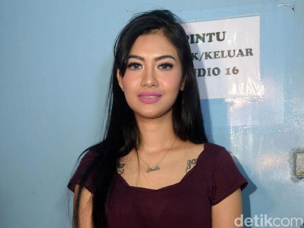Dipanggil karena Prostitusi Online, Della Perez Rindu Mendiang Jupe