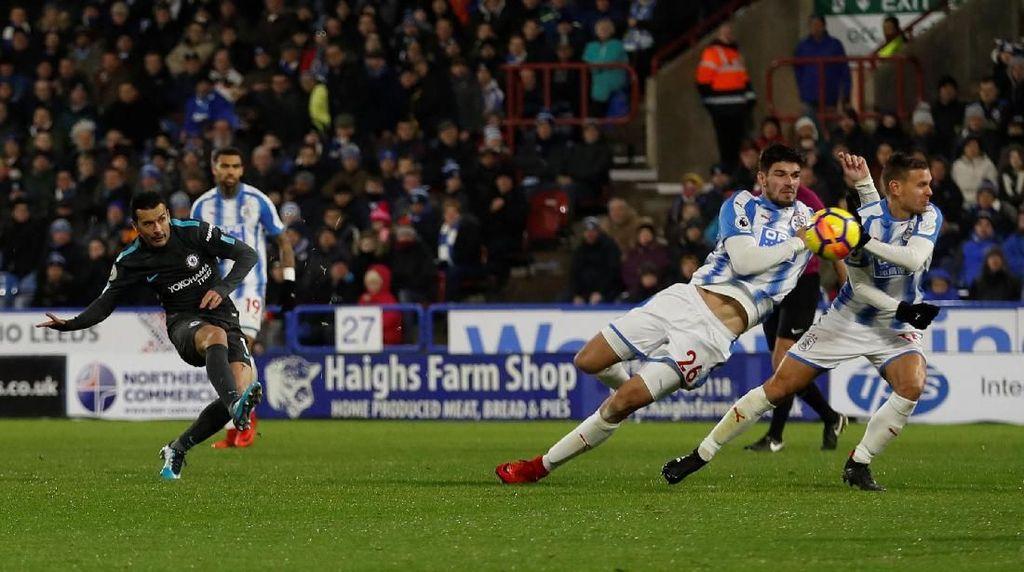 Chelsea Taklukkan Huddersfield 3-1
