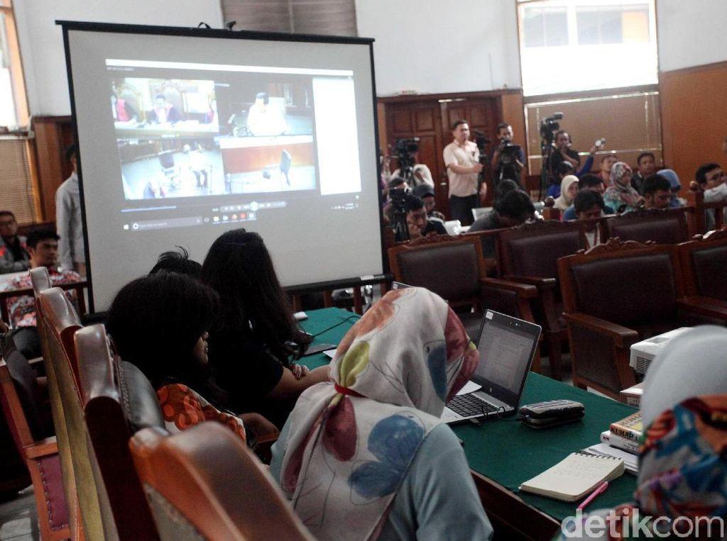 KPK Siarkan Drama Sidang Novanto dari PN Jaksel