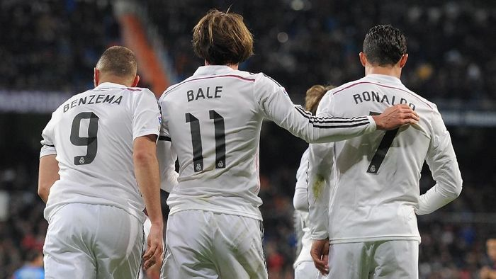 MADRID, SPAIN - MARCH 15:  Gareth Bale of Real Madrid celebrates with Cristiano Ronaldo and Karim Benzema  after scoring Reals opening goal during the La Liga match between Real Madrid CF and Levante UD at Estadio Santiago Bernabeu on March 15, 2015 in Madrid, Spain.  (Photo by Denis Doyle/Getty Images)
