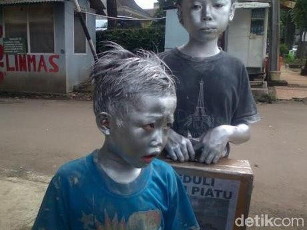 Pemkot Bandung Akui Manusia Silver Masih Berkeliaran