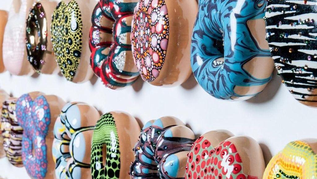 Cantik Manis Donat-donat Ini Dibuat dari Keramik