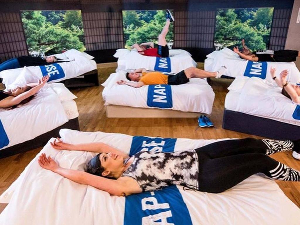 Foto: Kelas Fitness Ini Ajari Cara Olahraga dengan Tidur Siang