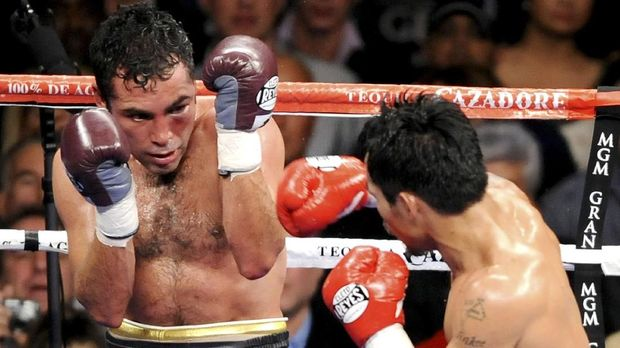 Manny Pacquiao of the Philippines (R) punches Oscar de la Hoya of US during their welterweights showdown at the MGM Grand Garden Arena in Las Vegas, Nevada, on December 6, 2008. Filipino boxing icon Pacquiao stopped Oscar de la Hoya after eight rounds, defying a disadvantage in size with a brutally dominant performance in their welterweight showdown. AFP PHOTO/Jewel SAMAD / AFP PHOTO / JEWEL SAMAD