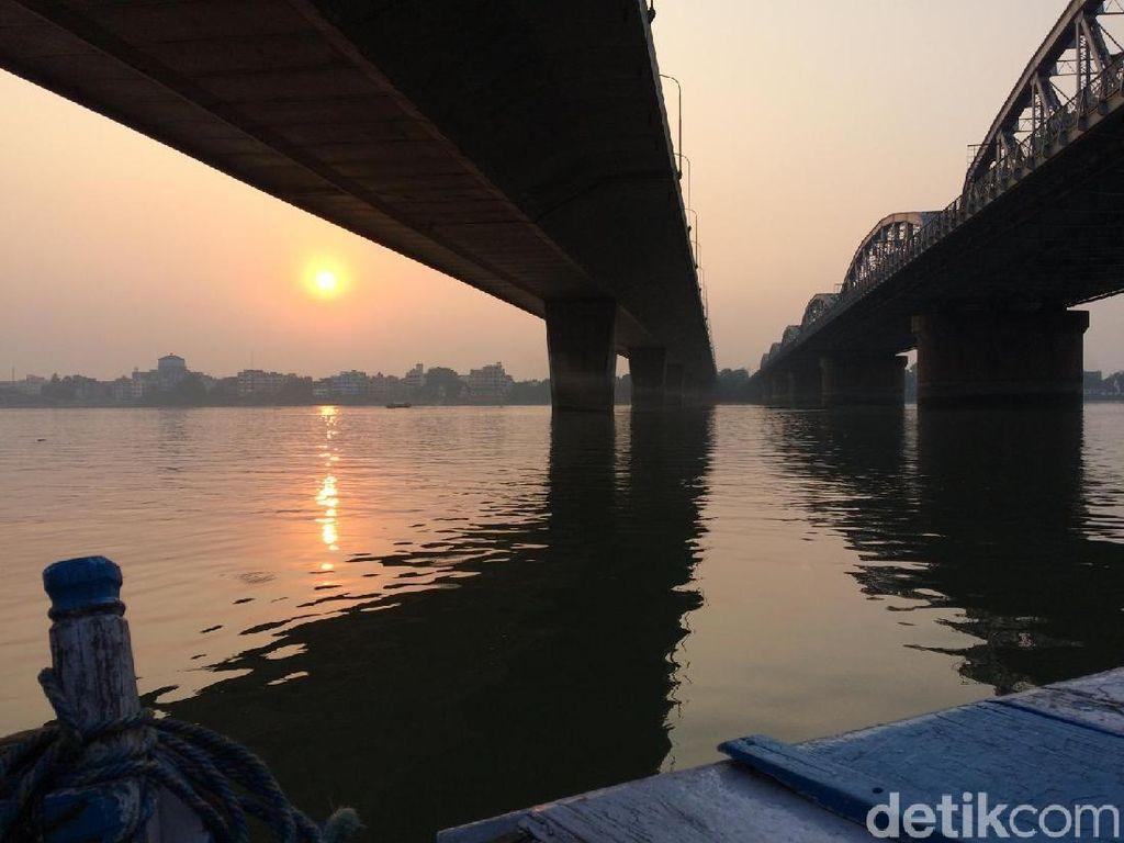 Sunset di Tepi Sungai Gangga yang Mencuri Hati