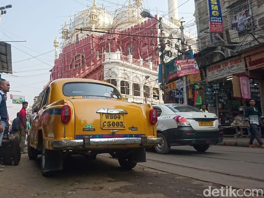 Foto: Indahnya Keberagaman Agama di Kolkata, India