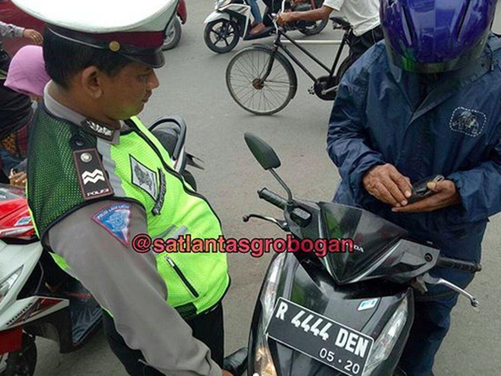 Beli Nomor Cantik Nopol Polisi, Berapa Tarif Resminya?