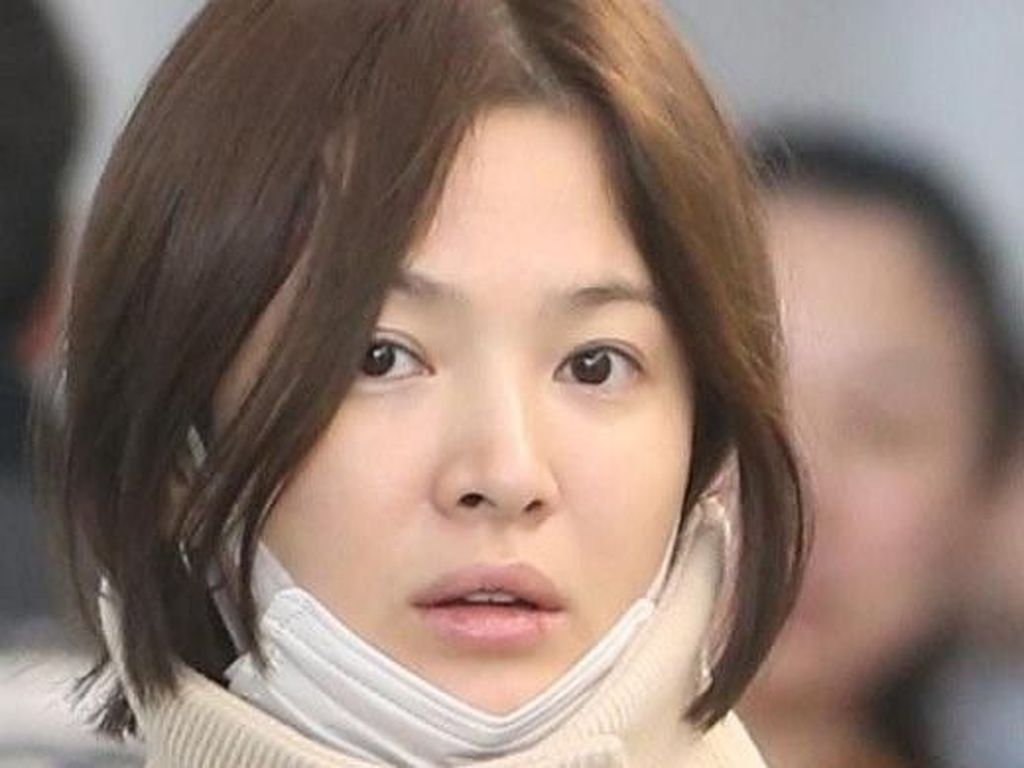 Song Hye Kyo Secantik di TV Walau Tanpa Makeup, Foto Ini Buktinya