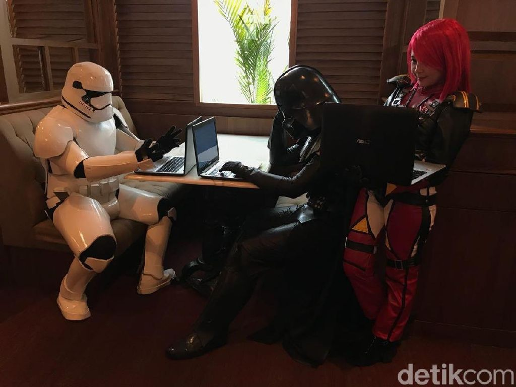 Ketika Darth Vader dan Stromtroopers Sibuk Main Laptop