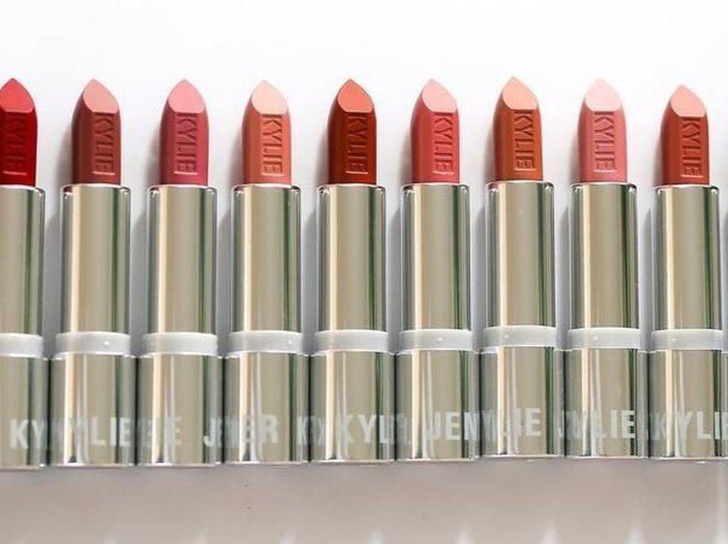 Pinjam Lipstik Teman yang Ternyata Palsu, Bibir Remaja Ini Melepuh