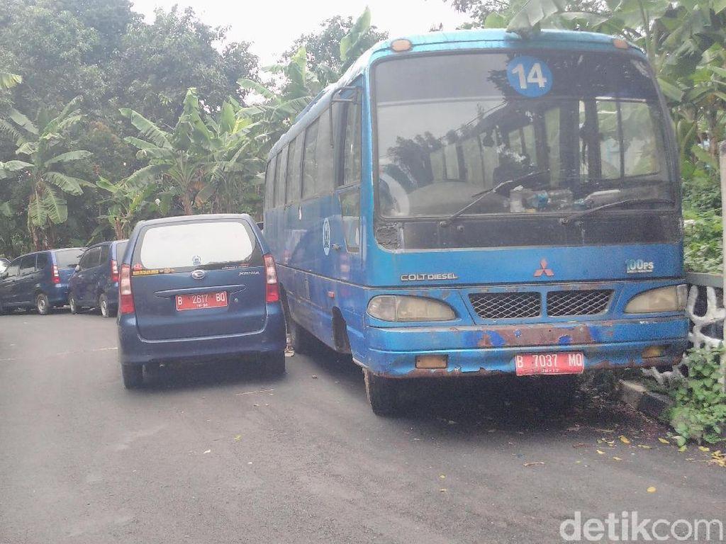 Nasib Mobil-mobil Dinas Anggota DPR yang Telantar dan Tak Terawat