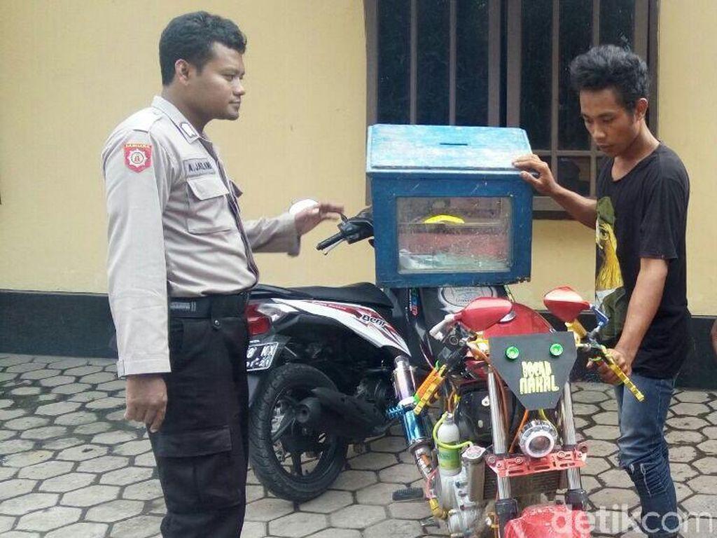 Pemuda Ini Curi Kotak Amal untuk Modifikasi Motor