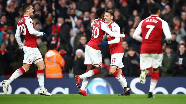 Gol Oezil Bawa Arsenal Ungguli Newcastle di Babak Pertama