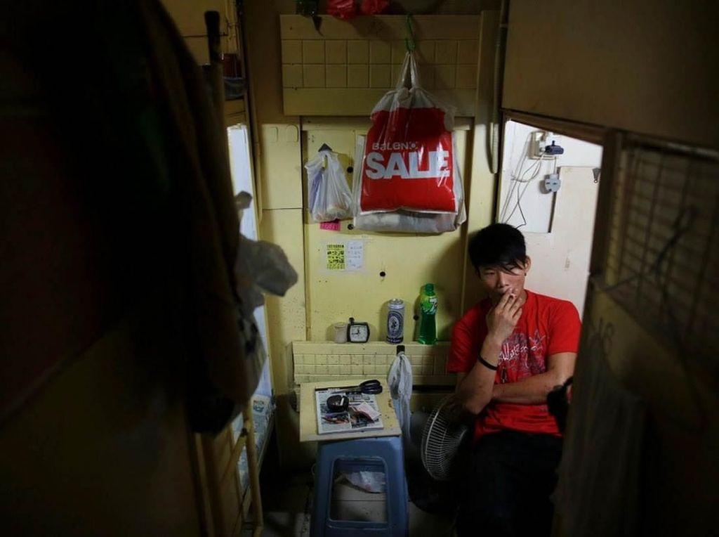 Sulit Punya Rumah, Orang-orang ini Tinggal di Hunian Sempit