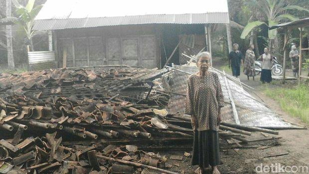 Rumah warga rusak