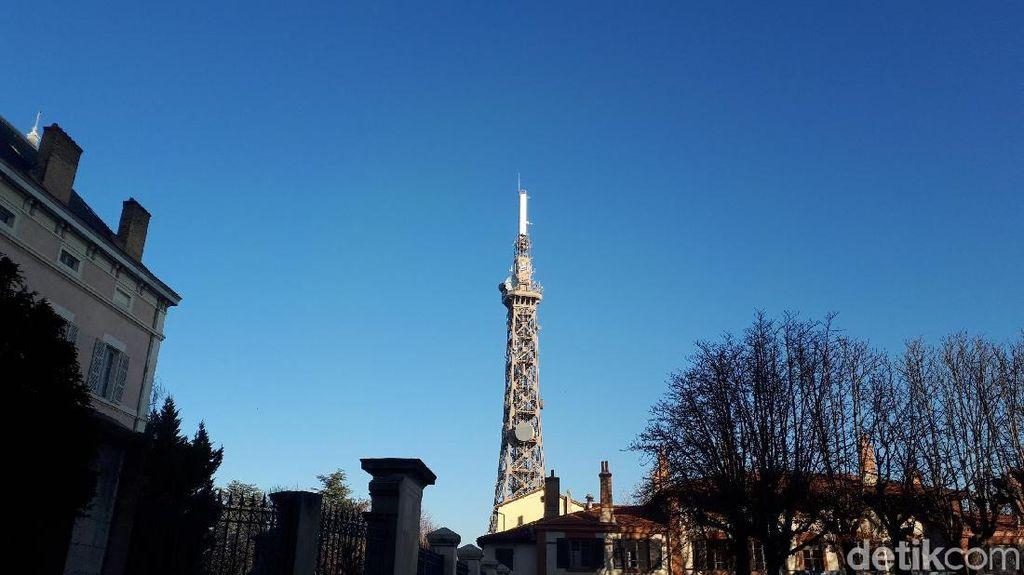 Foto: Kembaran Menara Eiffel di Negerinya Sendiri