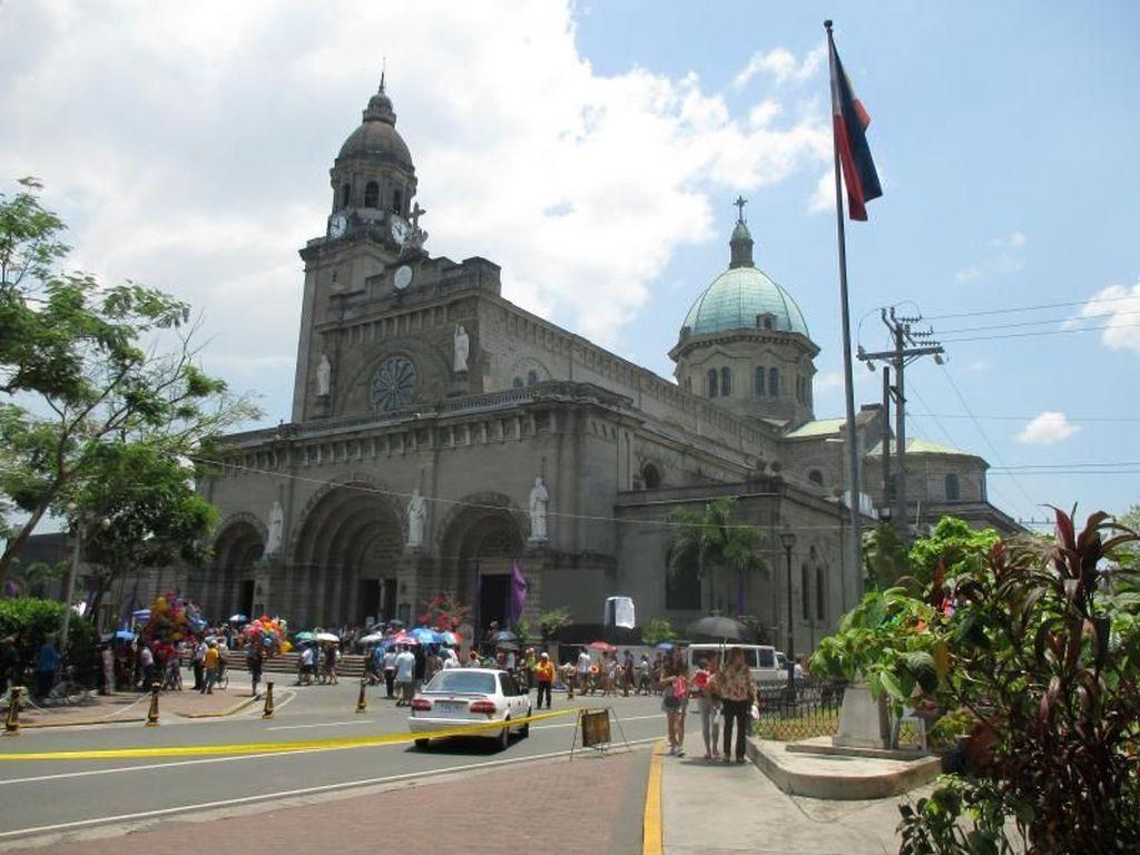 Wisata Religi ke Gereja Katedral Manila