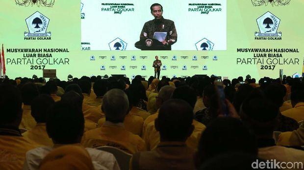 Jokowi saat dikukuhkan dapat dukungan dari Golkar di Pilpres 2019