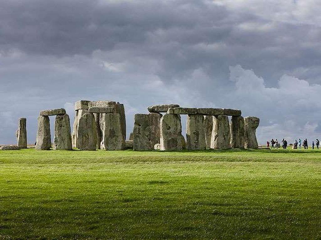 Arkeolog VS Kontraktor Bertengkar Gara-gara Stonehenge di Inggris