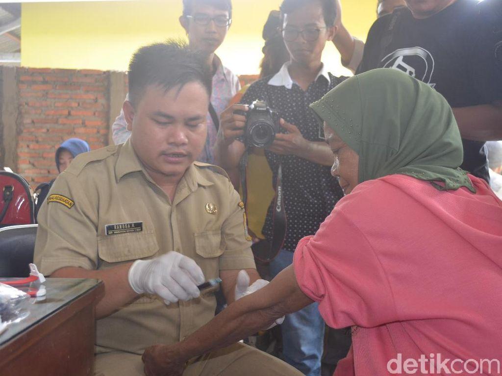 Dinkes Cirebon Tes Darah Pekerja Gudang Limbah Medis